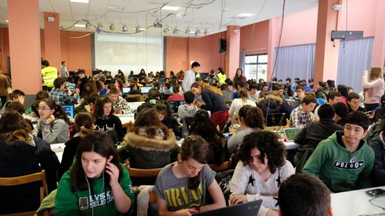Más de 700 alumnos del Centro han tomado parte hoy en la SOMOX PARTY.