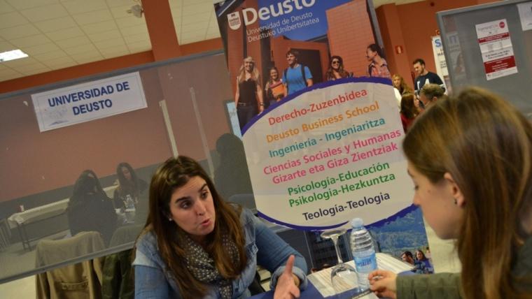 """Más de 200 estudiantes en la """"I Feria Universitaria Somorrostro"""""""