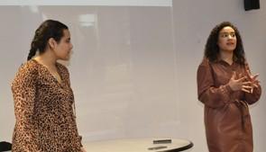 Dina y Lima, alumnas refugiadas palestinas, comparten su experiencia con nuestro alumnado