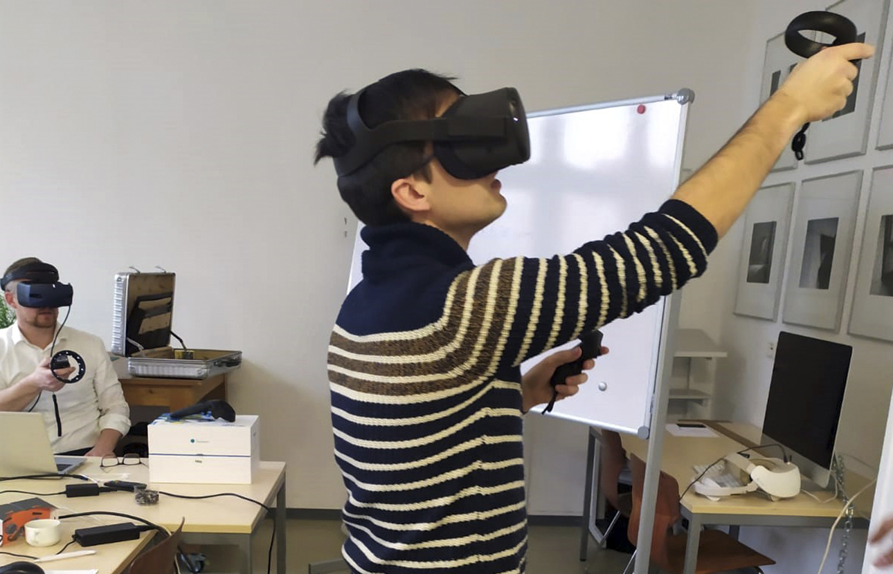 Virtual Reality (VR) for learning